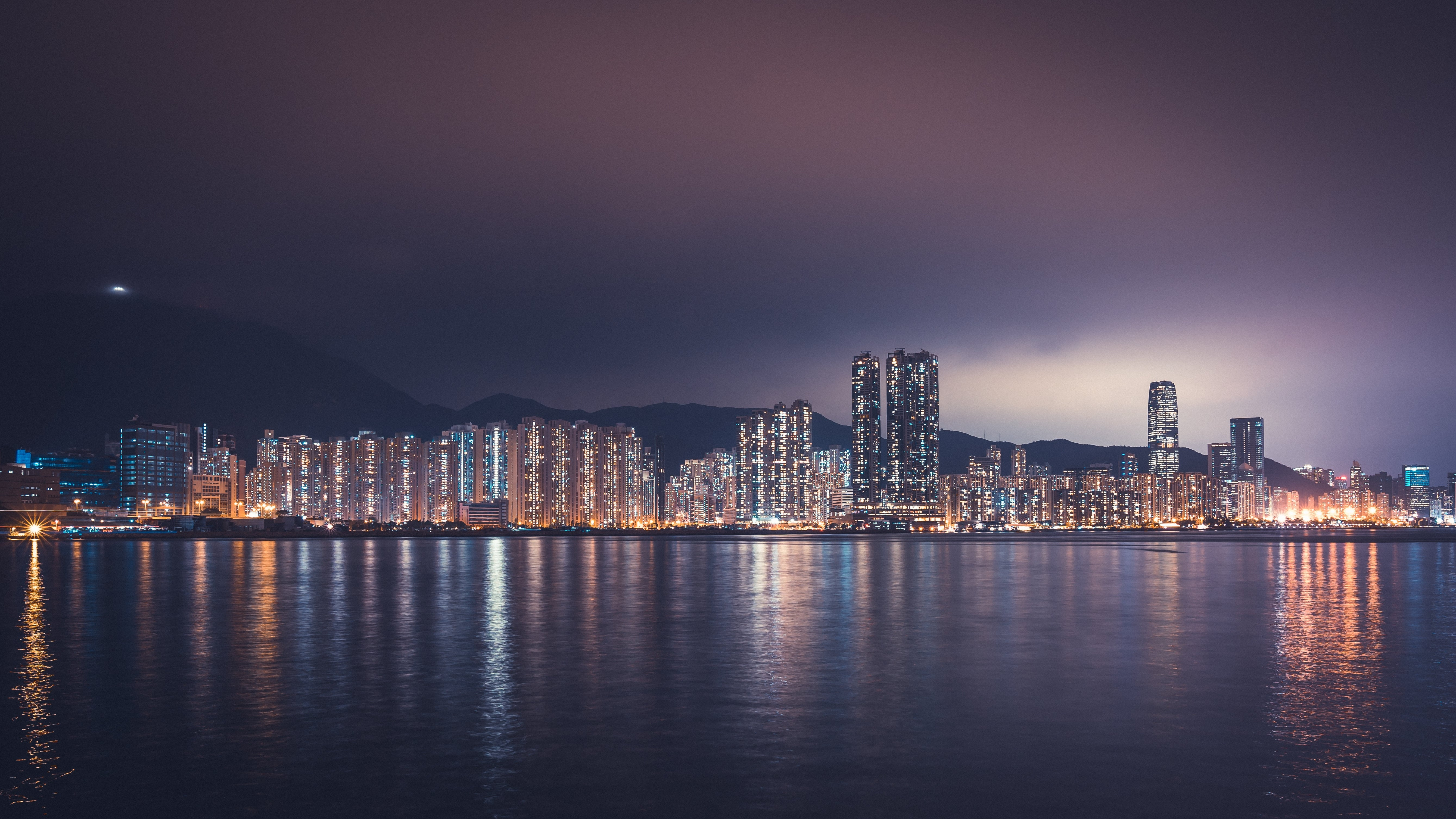 krajobraz z miastem w tle