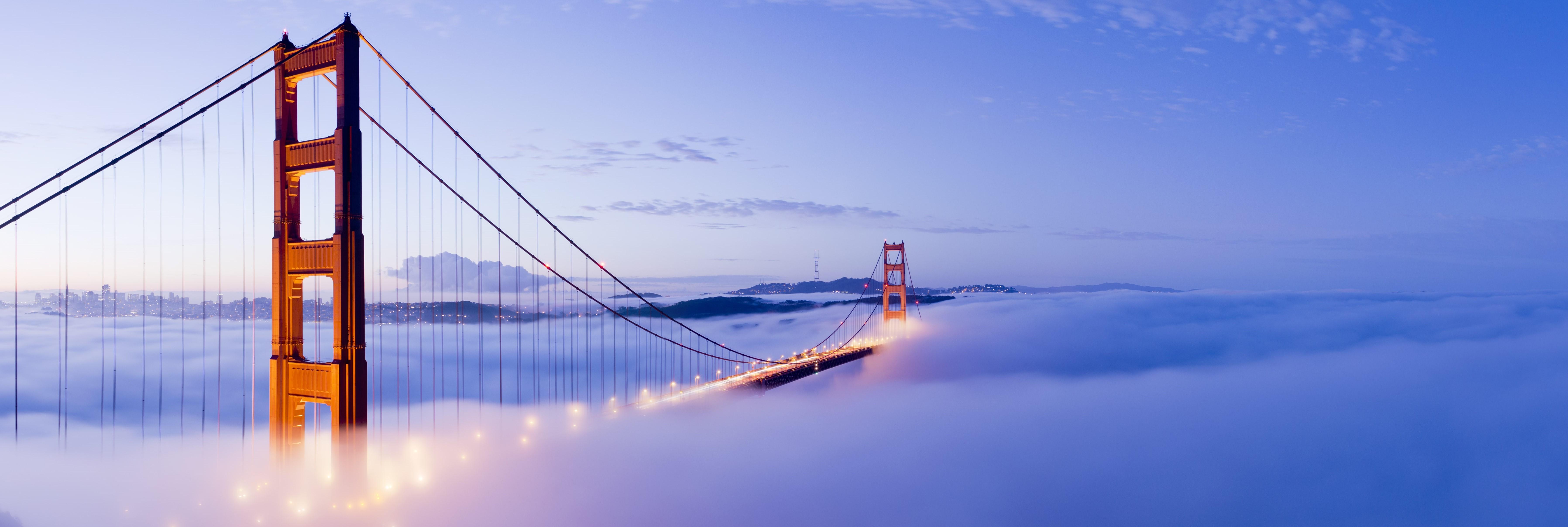 krajobraz z mostem w tle